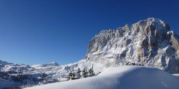 Ausblick auf den verschneiten Langkofel