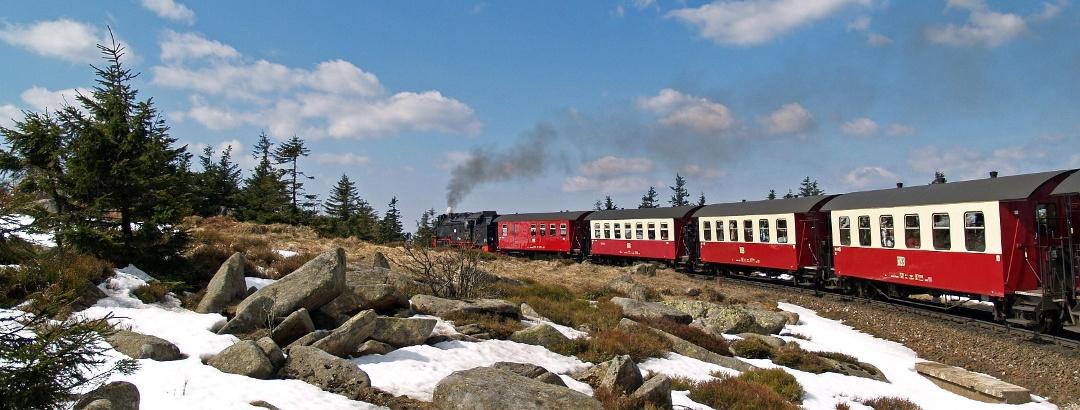 Eine schöne Alternative für den Abstieg bietet sich mit der Brockenbahn.