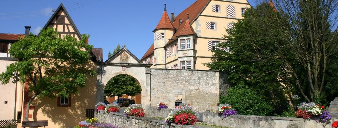 Das Hirrlinger Schloss beherbergt heutzutage das Rathaus der Gemeinde