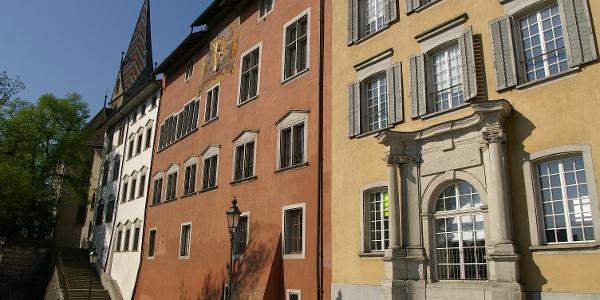 Schöne Häuserzeile in der Altstadt von Baden.