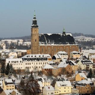 Bergstadt Schneeberg im Winter auf dem Panoramaweg