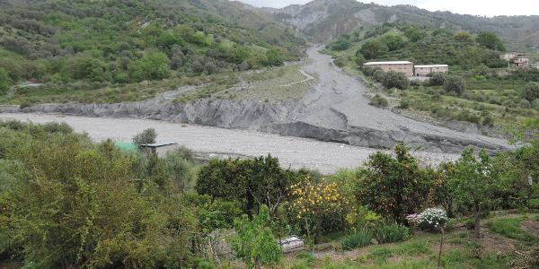 urtümliche archaische Flusslandschaft