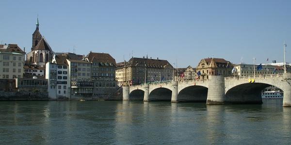 Basel, Rhein und Mittlere Rheinbrücke.