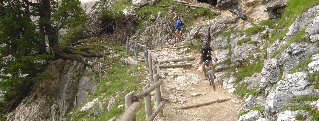Der erste Teil des Trails ist ohne Downhill-Bike nicht fahrbar. Dann wird der Trail zum Traum