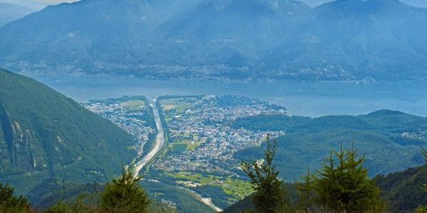 Im Abstieg vom Salmone mit Blick auf Ascona.