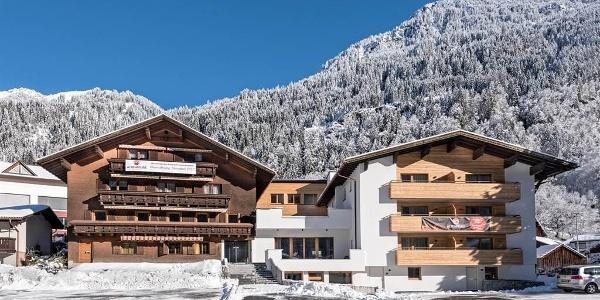 Hotel-Alpenfeuer-Montafon-Außenansicht-Winter-02