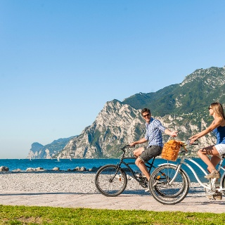 The cycle path along the lake shore in Torbole