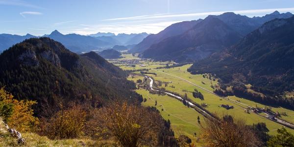 Blick in Richtung Vils unterhalb der Ruine Falkenstein