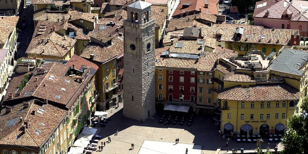 Il centro di Riva del Garda con la Torre Apponale
