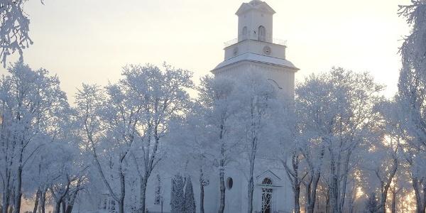 Forsa kyrka i vinterskrud