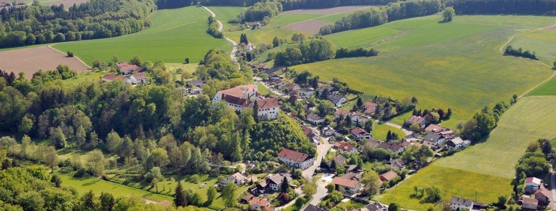 Schloss Burgrain von oben