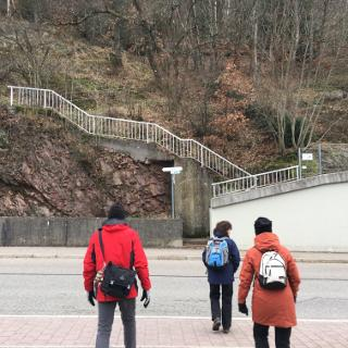 Hier beginnt der Aufstieg Richtung Rabenfelsen