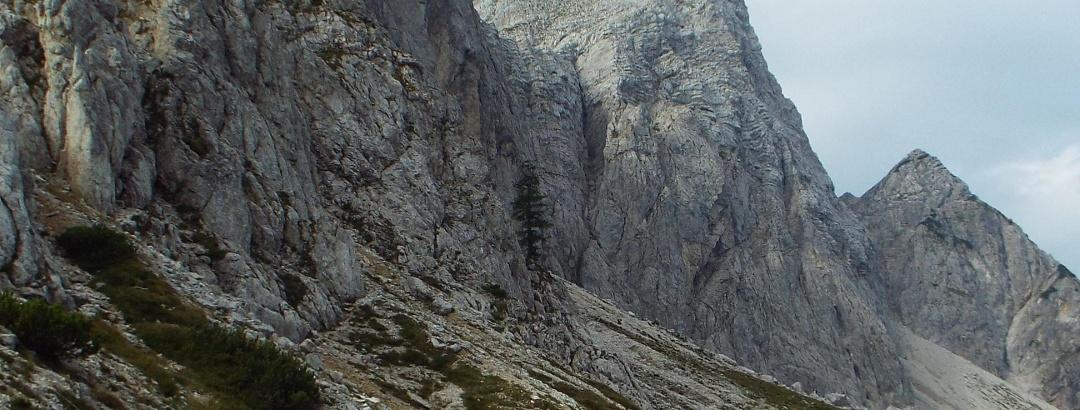 Wanderung entlang des Mojstrovka-Massivs mit Start in Vršičpass