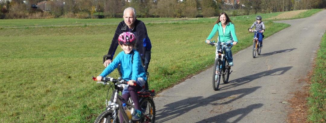 Radfahrer auf der Vellberger-2-TälerTour