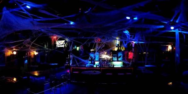 Café-Bar Up_Dekoration zu Hallowen