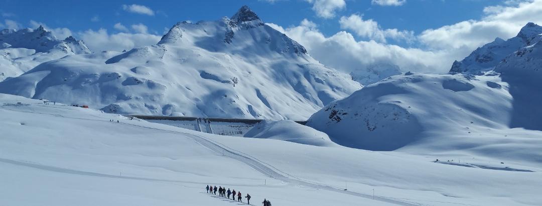 Silvrettasee-Staumauer mit Hoches Rad (2.934m)