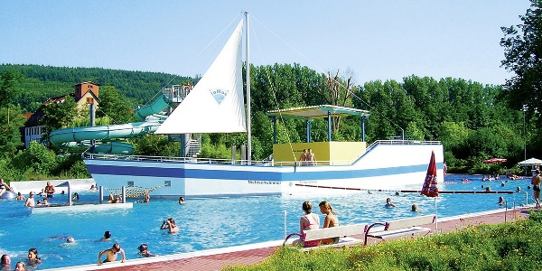 Schwimmbad in Moosbach