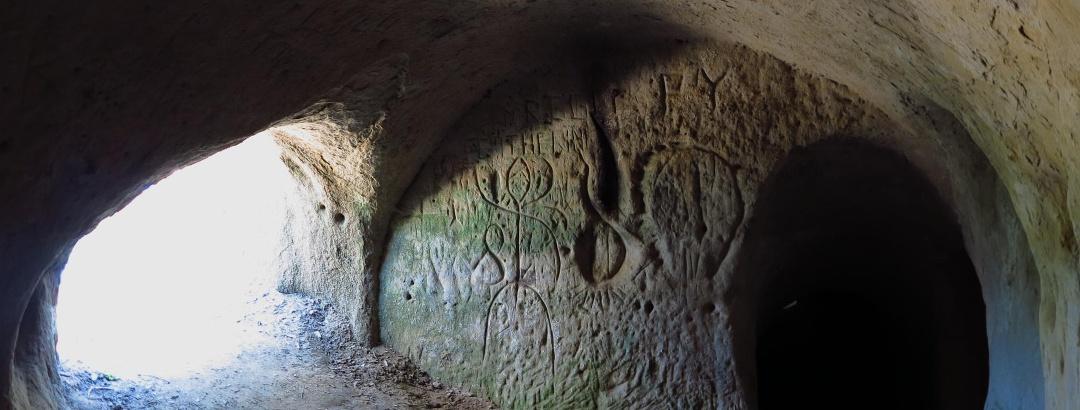 In den Gängen der Grotten von Lamberta.