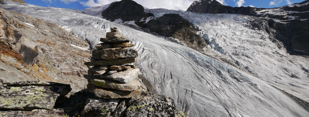 Steinmandl markieren den Weg zur Bordierhütte