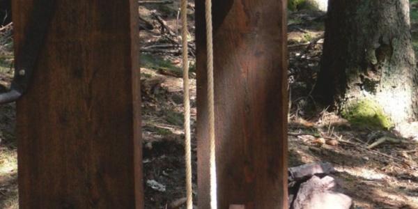 Mit dieser einfachen Technik fuhren Bergleute einst in die gruben ein und schafften in Körben das Erzgestein nach oben.