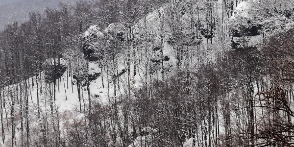 Die westlichen Felsen des Thirring-Rings aus dem Rezső-Aussichtsturm. Offiziell heißen nur die östlichen Felsen Thirring-Felsen