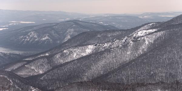 Zimná krajina z vyhliadkového miesta Nagykilátó v Dobogókő