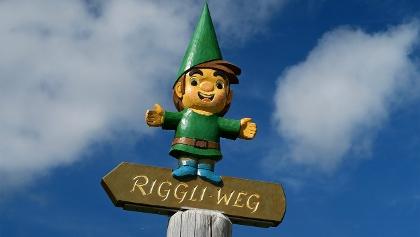 Mit Zwerg Riggli auf den Themenweg.
