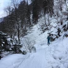 Engstelle im tal durch schneerutsch