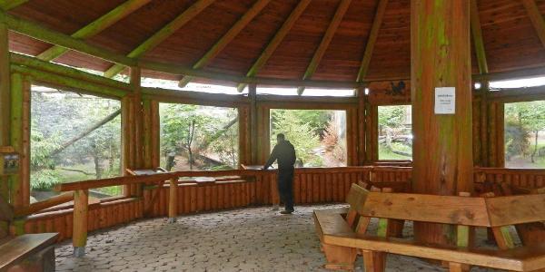 Holzpavillion des Auerhuhngeheges Lonau