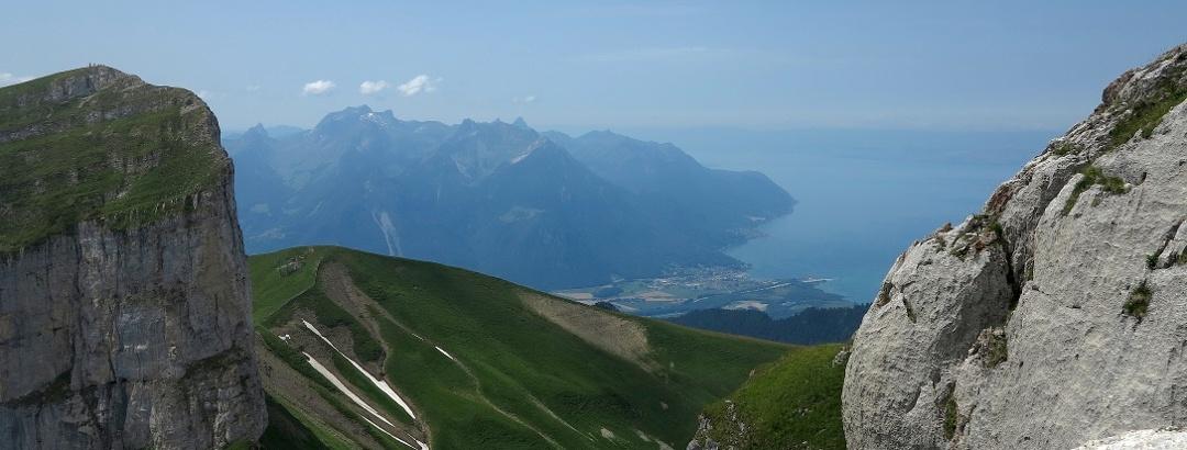 Blick zum Genfersee von der Tour de Mayen