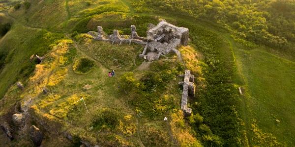 Die Burg von Csobánc aus der Höhe