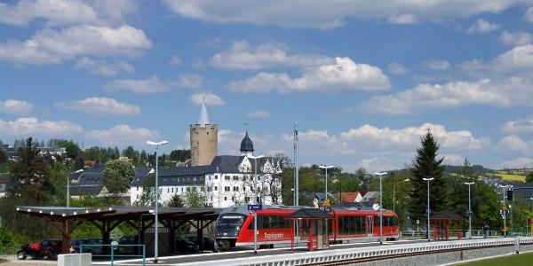 Bahnhof Zschopau mit Blick auf Schloss Wildeck