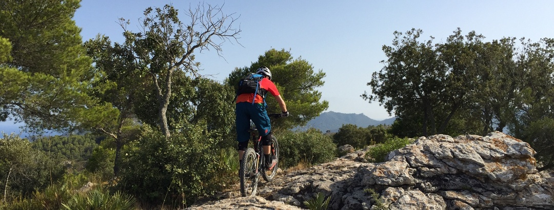 Beginn des fahrbaren Single Trails nach SA Font de Sa Cala hinunter