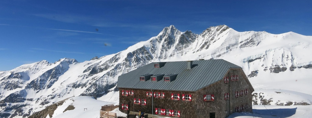 Oberwalderhütte vor dem Großglockner