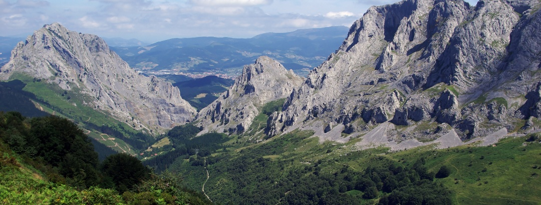 Blick über die Urkiola Bergkette