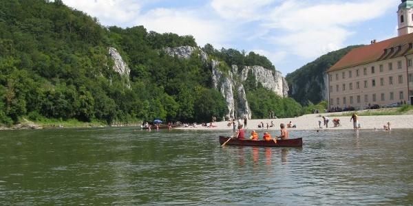 Bootstour auf der Donau vorbei am Kloster Weltenburg durch den Donaudurchbruch nach Kelheim