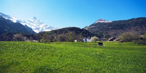Blick zum Gipfel «L'Aiguille» vom Plateau de Vérossaz