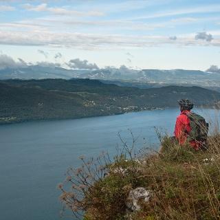 Le belvédère de la Chambotte offre un point de vue privilégié sur le Lac du Bourget