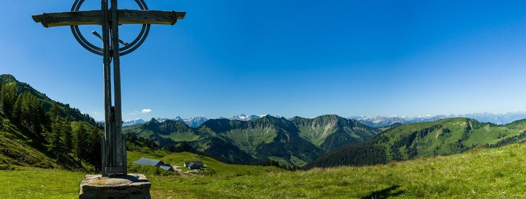 Gipfelkreuz bei der Gävisalpe, Laterns