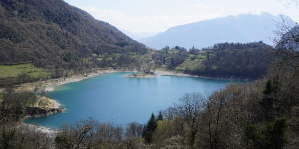 Vista sul Lago di Tenno dalla strada statale verso Ballino