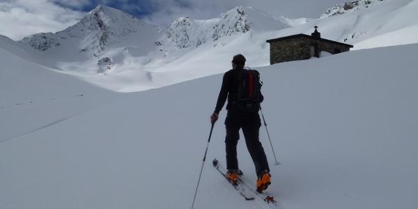 Vorbei an der Zollhütte 2502m