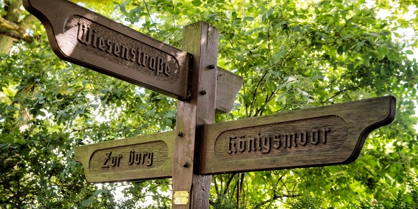 Wegweiser zum Königsmoor