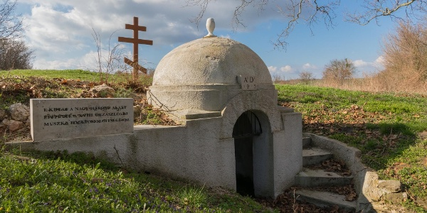 A felújított Kalapos-kút mellett emléktáblát is elhelyeztek