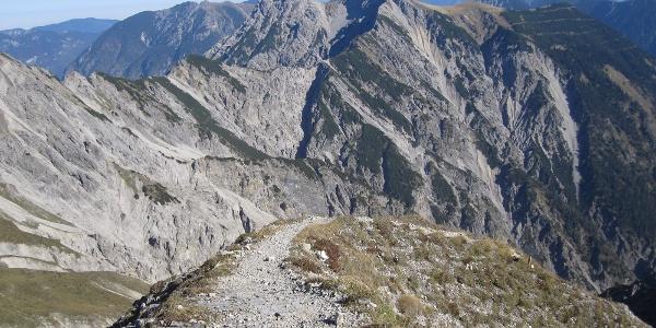 Blick vom Gipfel auf Friederspitz und Frieder