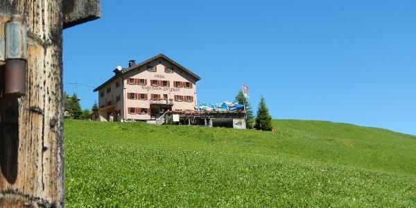 Berggasthaus Beverin im Sommer