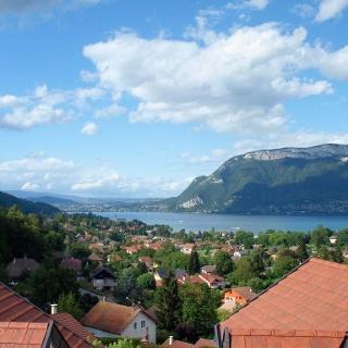 Vue sur le Lac d'Annecy depuis les contreforts des Bauges