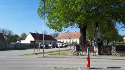Start, beim Kriegerdenkmal Hüttendorf