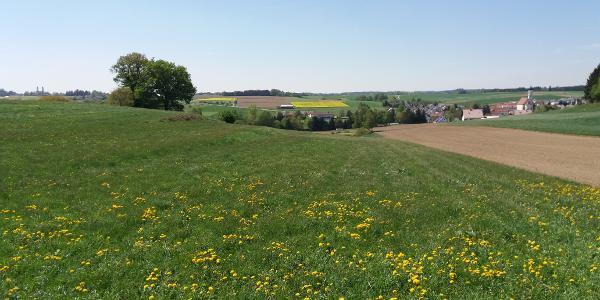 Schießen (rechts) und Kloster Roggenburg (links)