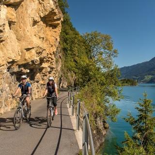 Eine vielseitige Landschaft rund um den Walensee erwartet die Biker.