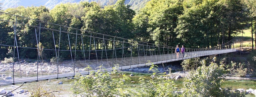 Hängebrücke bei Maggia.